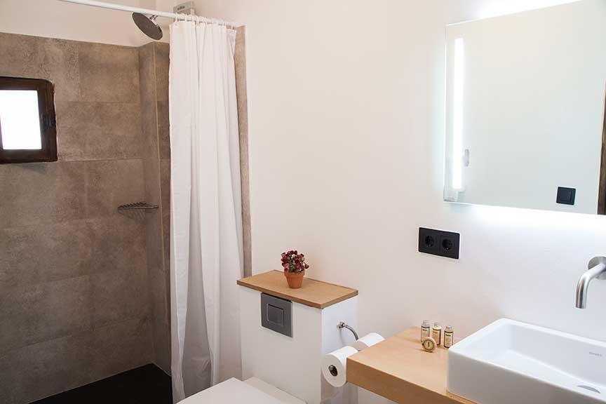 Bathroom. Suite Segre. Hotel Lo Palauet